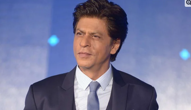 Shah Rukh greeted the fans with Happy New Year